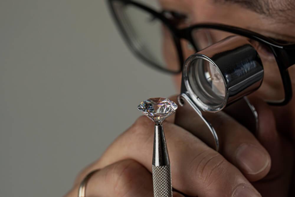 The 4 C's of Evaluating Diamonds