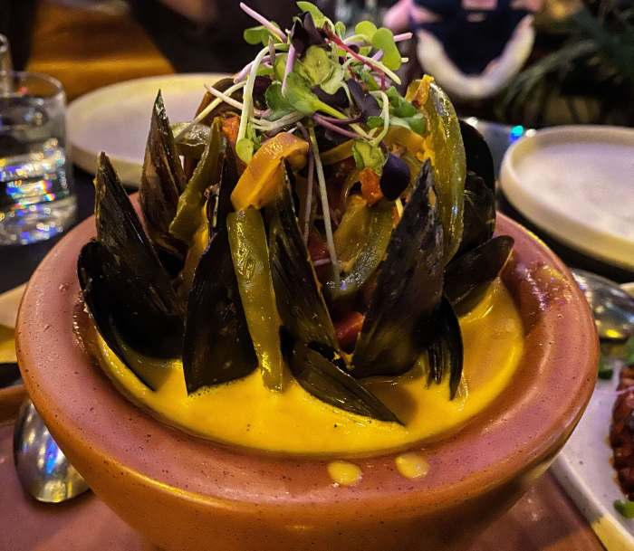 Mejillones Tzuco Restaurant Chicago dish what to eat