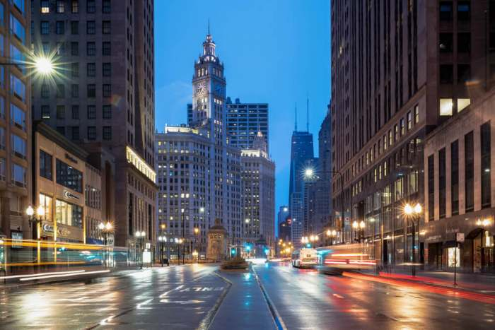 Michigan Avenue dawn – downtown Chicago, IL, USA